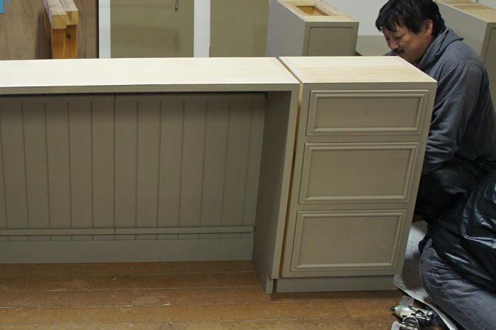 無垢キッチン組み立て